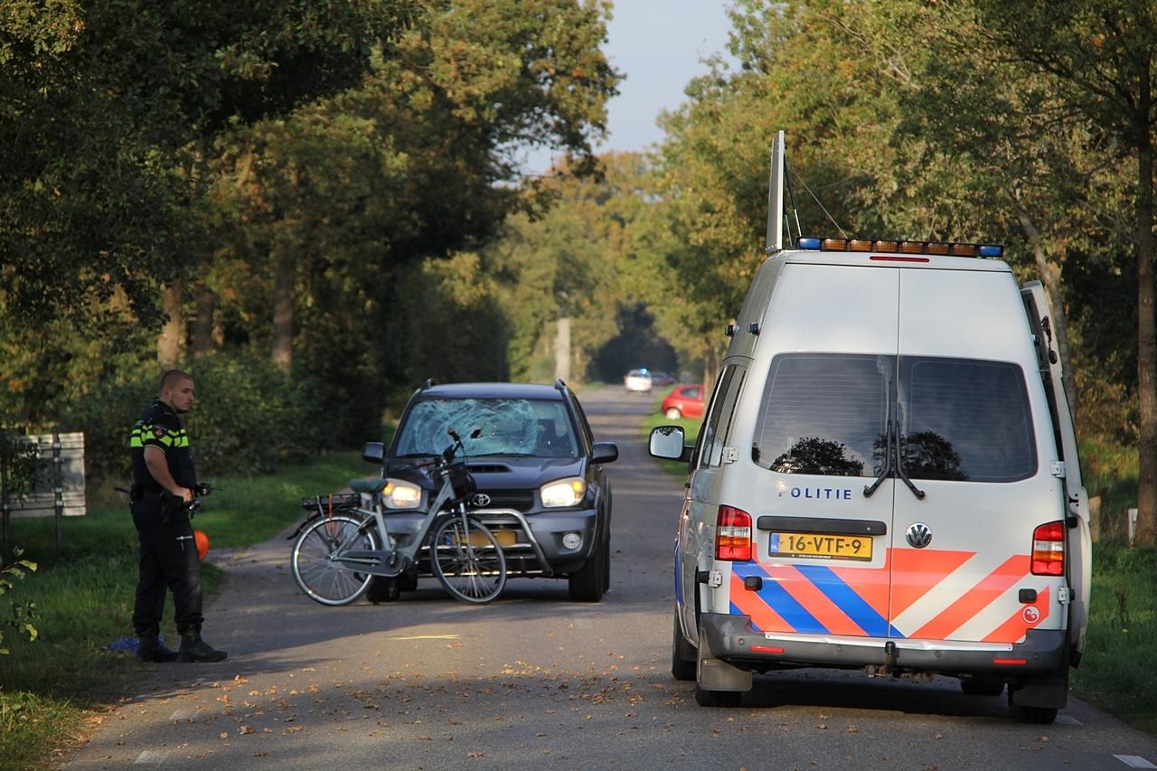 Fietser raakt ernstige gewond na aanrijding met Auto in Lippenhuizen
