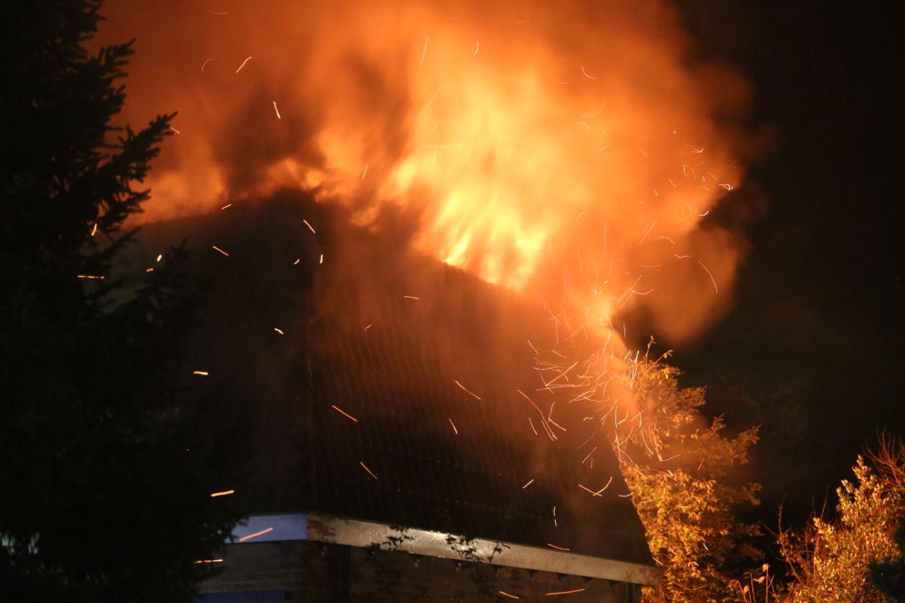 Uitslaande brand bij woning in Gorredijk