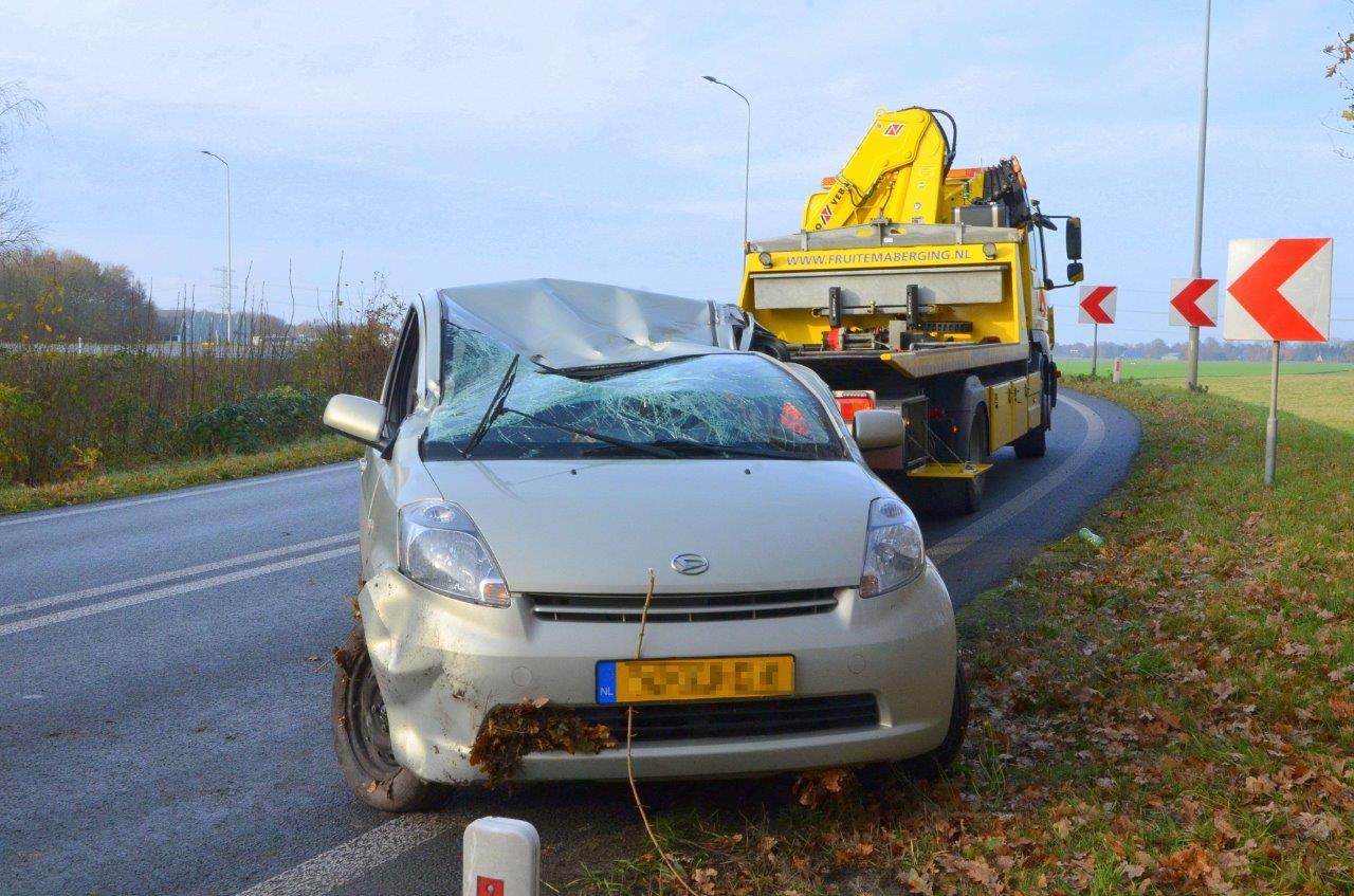 Auto glijdt van de afrit N366 bij Nieuwe Pekela; Bestuurster ongedeerd