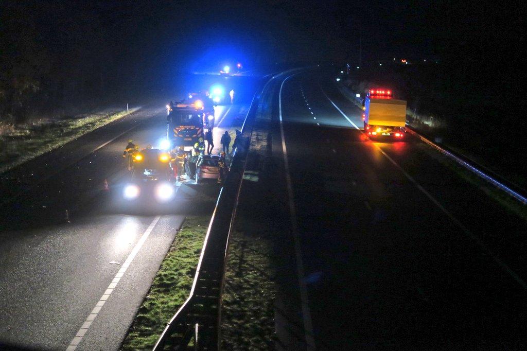 video Drie personen raken gewond bij eenzijdig ongeval op de A7 Bij Drachten