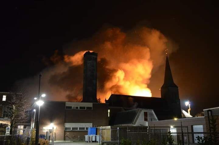 Massale inzet bij zeer grote brand in Winschoten