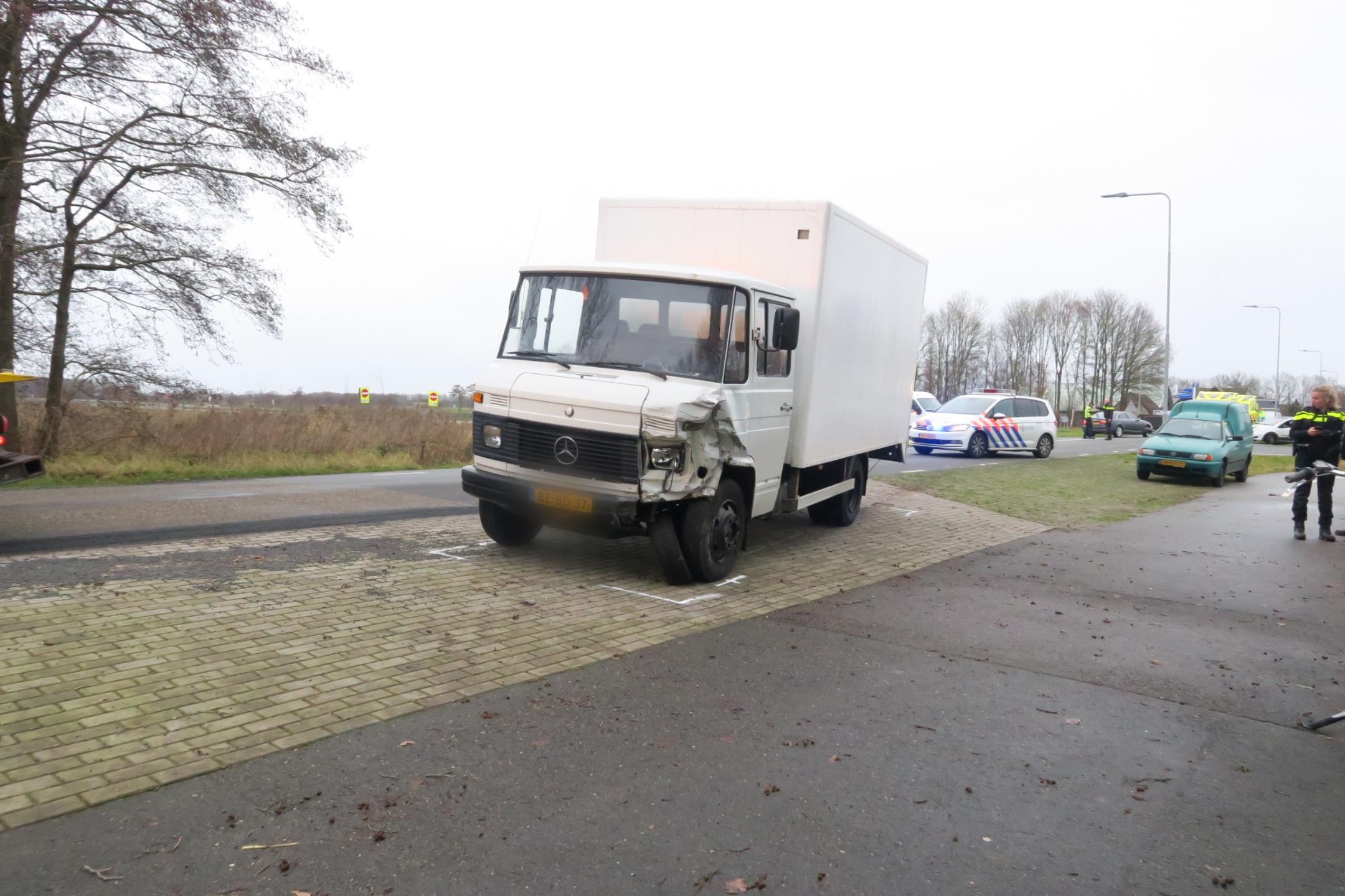 Video Vrachtwagen in Botsing met Auto bij Wijnjewoude