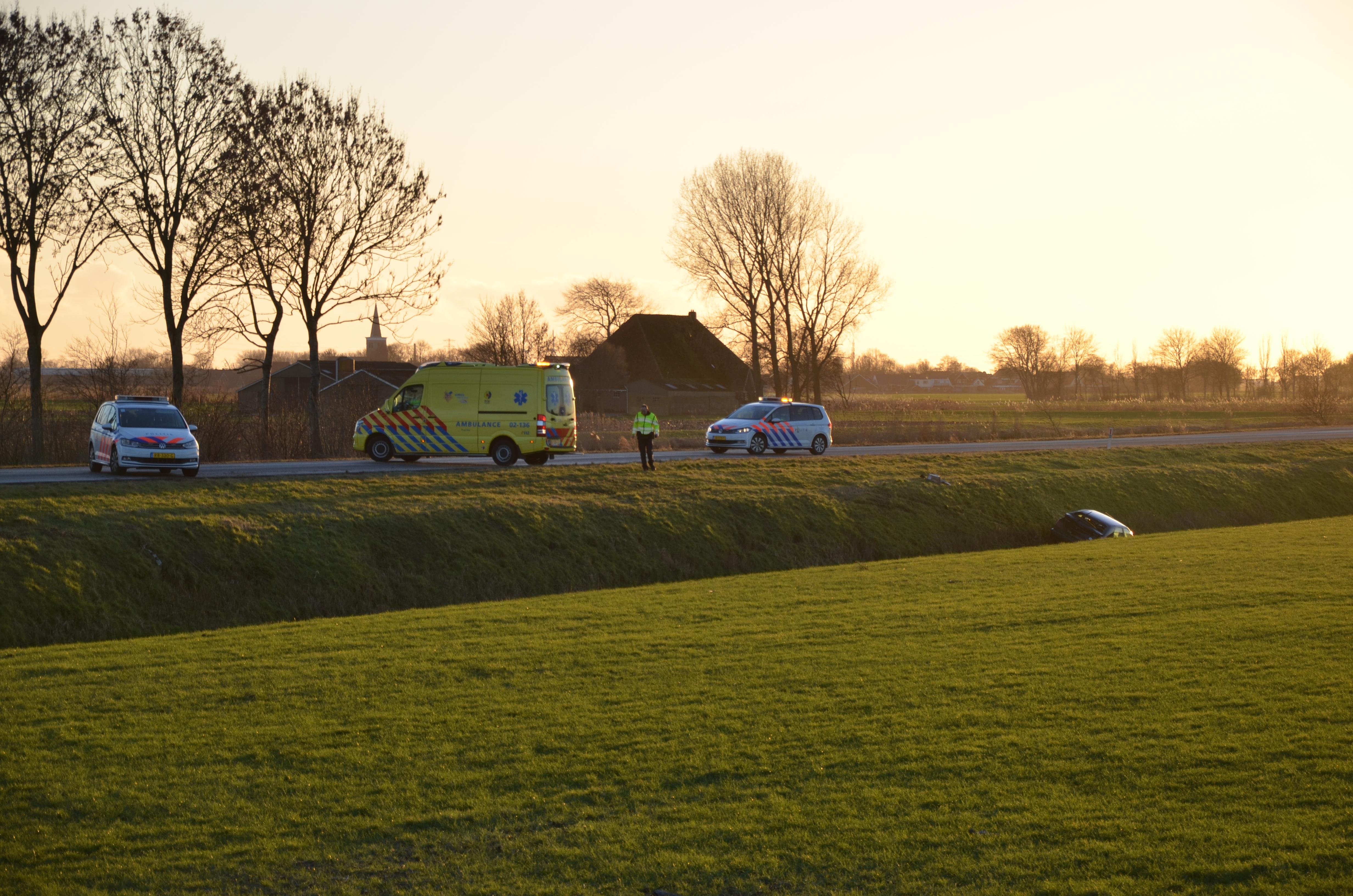Auto raakte van de weg en beland in de sloot bij Wommels