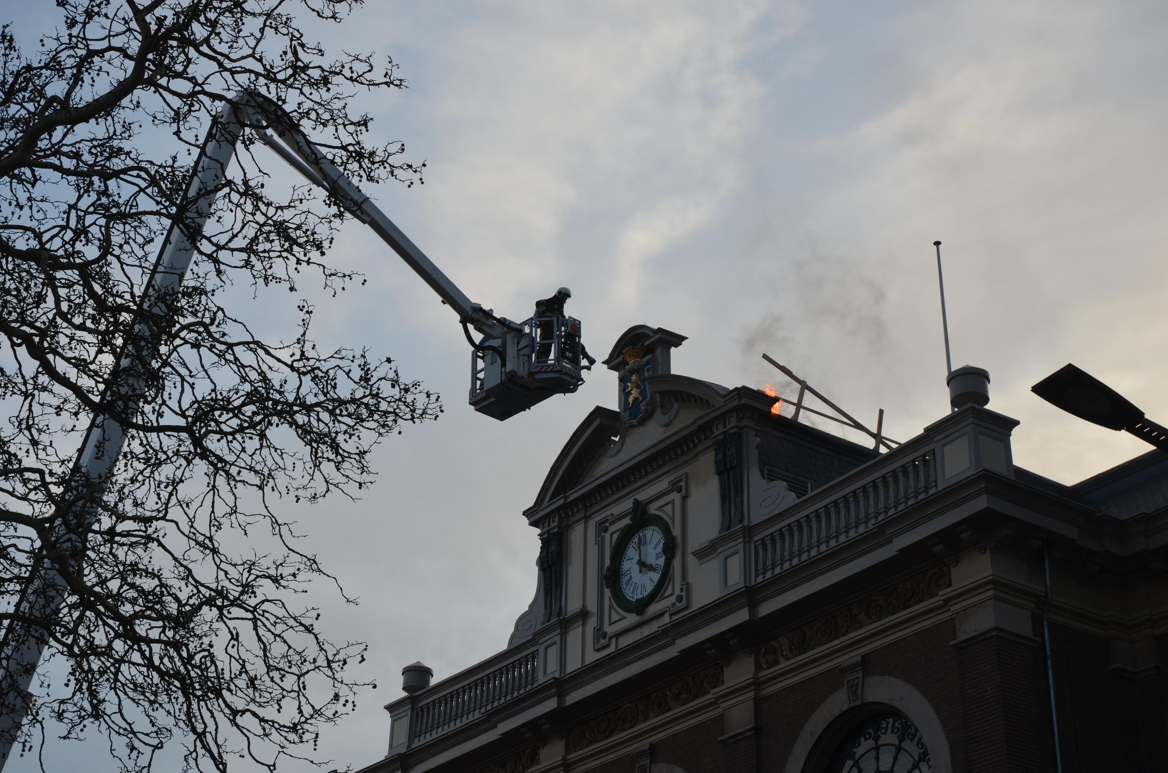 Korte brand op het dak van bibliotheek in Leeuwarden