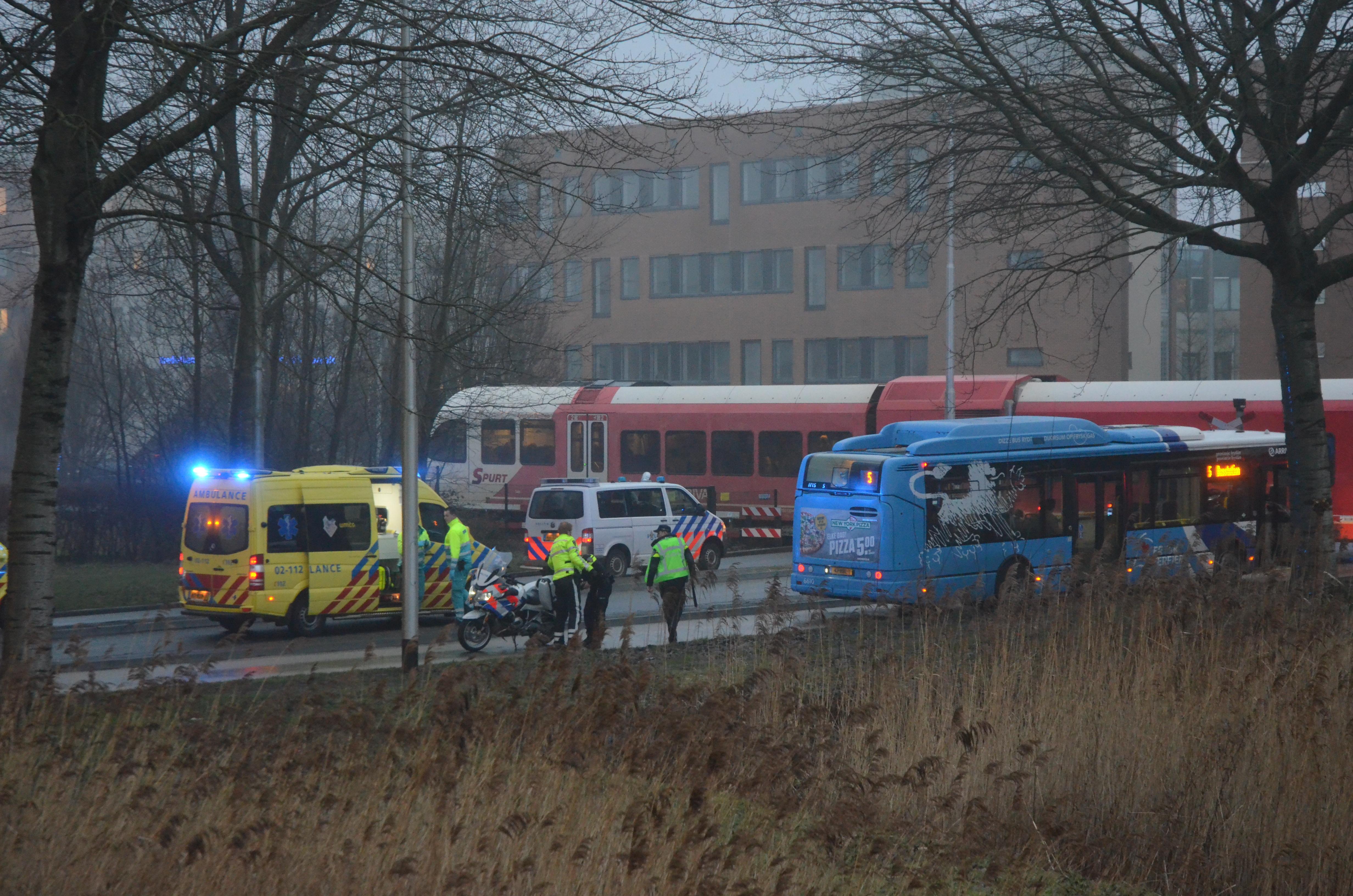 Man raakt Ernstige gewond na aanrijding met Trein in Leeuwarden