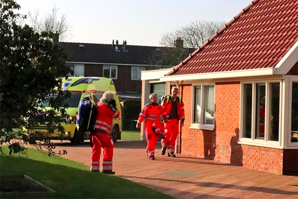 man raakt gewond na val van ladder in Drachten