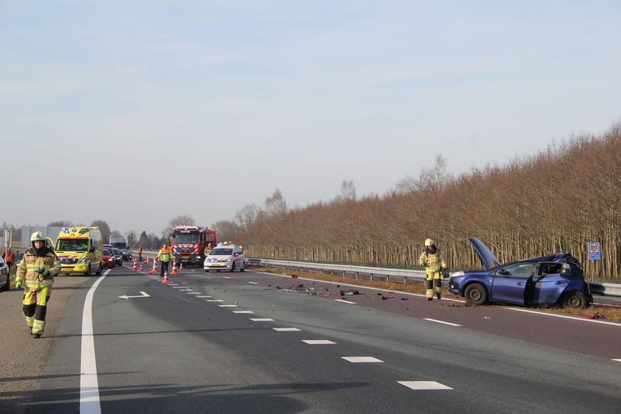 Vrachtwagen botst met auto opde A32 bij Steenwijk