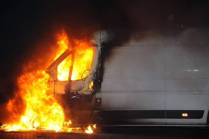 Bestel busje verwoest door felle in Appelscha