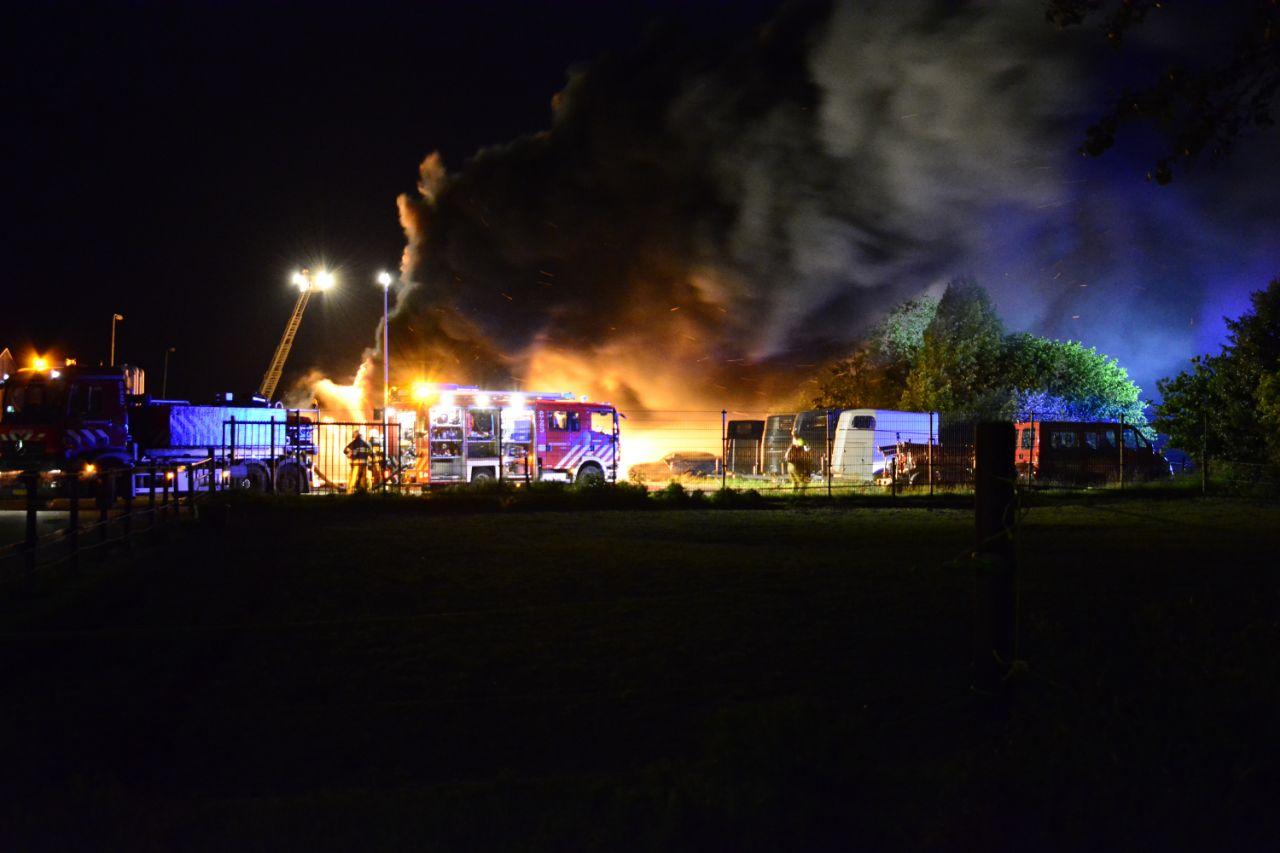 Loods verwoest door grote brand in Drachten