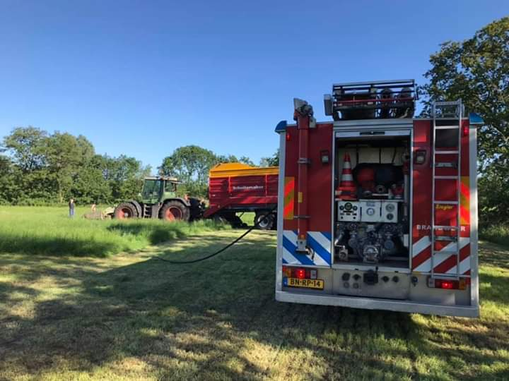 Boer blust eigen tractor die in de brand vliegt Brandweer doet na controle
