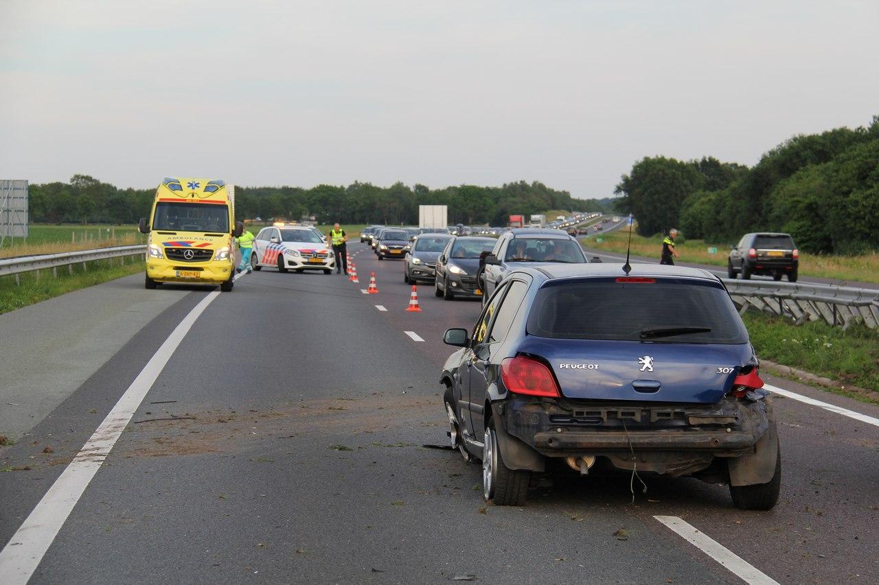 Bestuurder uit Friesland raakt gewond na eenzijdig ongeval verkeersongeval op de A32 bij Steenwijk