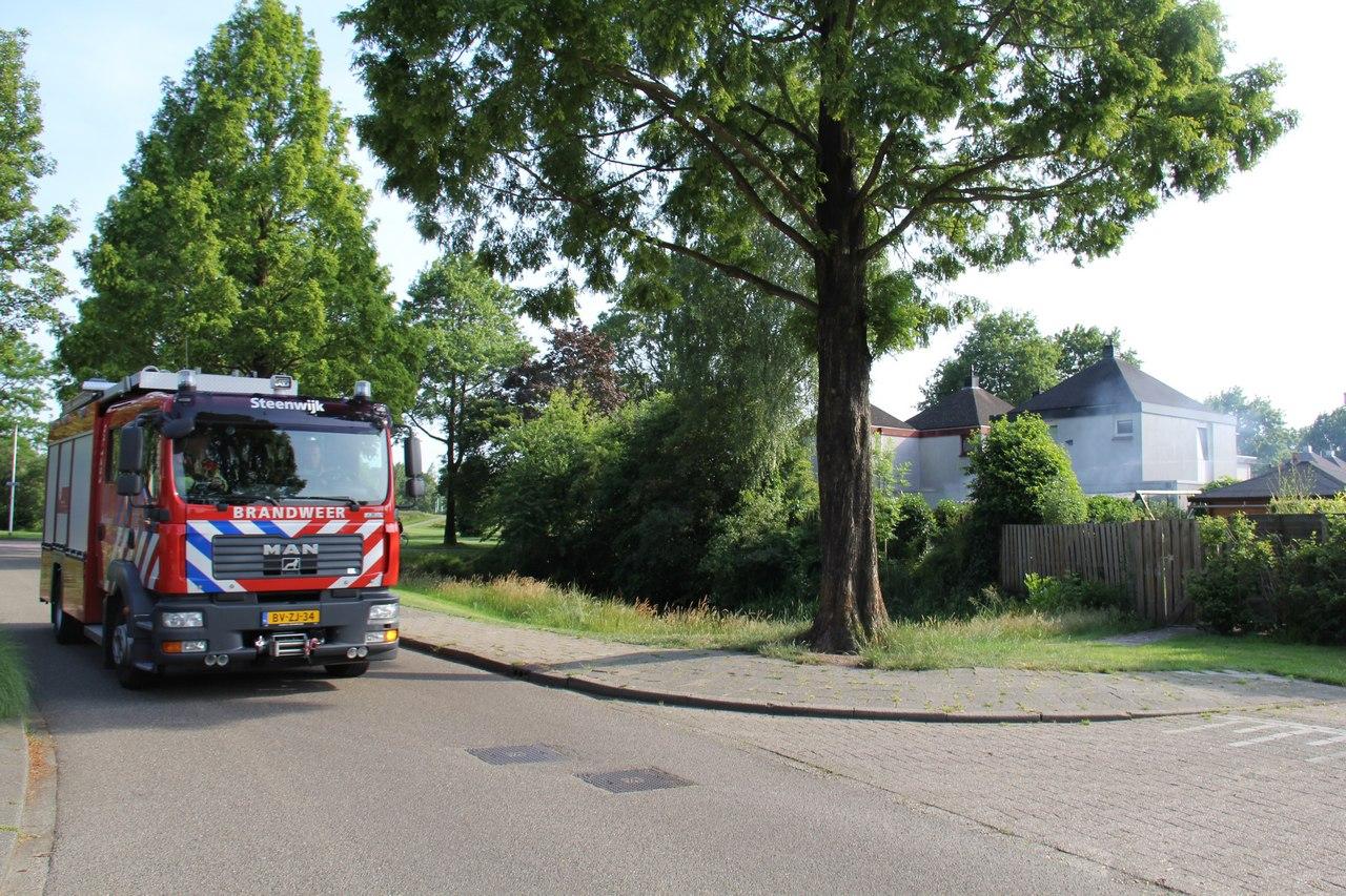 Barbecue vliegt in brand aan de stroomdal in Steenwijk