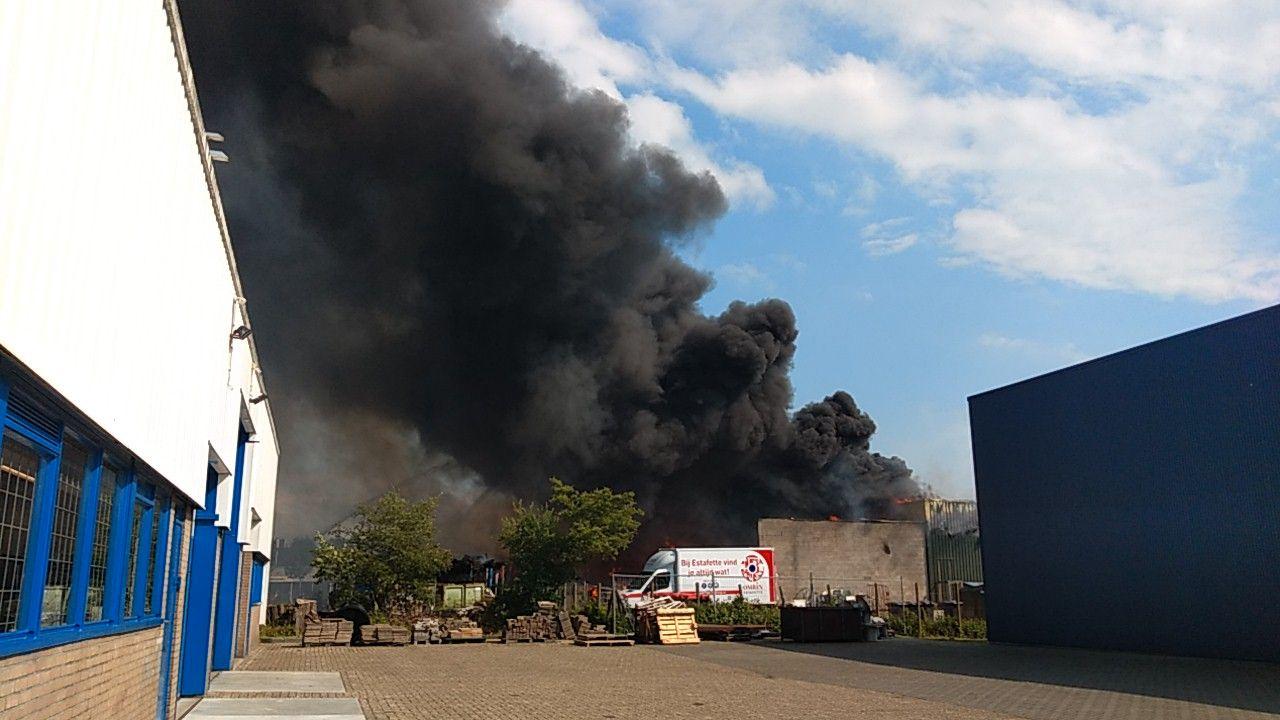 Grip 1 na zeer Grote brand bij kringloopwinkel de Omrin Estafette in Sneek