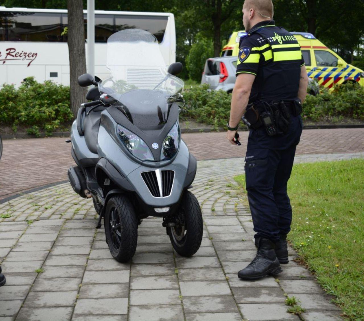 Motorscooter gaat onderuit vrouw raakt gewond in Drachten