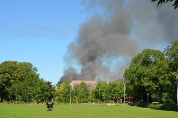 loods verwoest na grote uitslaande brand in welsrijp