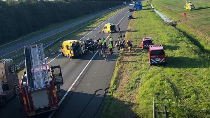 Bestuurder raakt gewond na aanrijding met vrachtwagen op de A6 bij de Lemmer