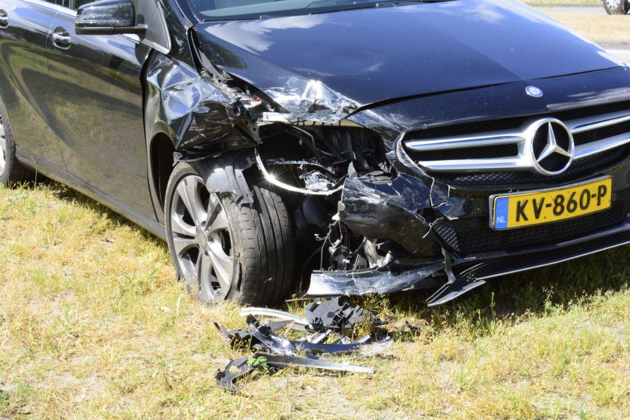 Twee Auto s flink beschadigd na verkeersongeval op de Noorderhoogeweg bij in Drachten