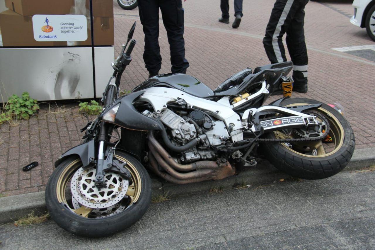Motorrijder komt ten val na dollemansrit en vlucht voor politie