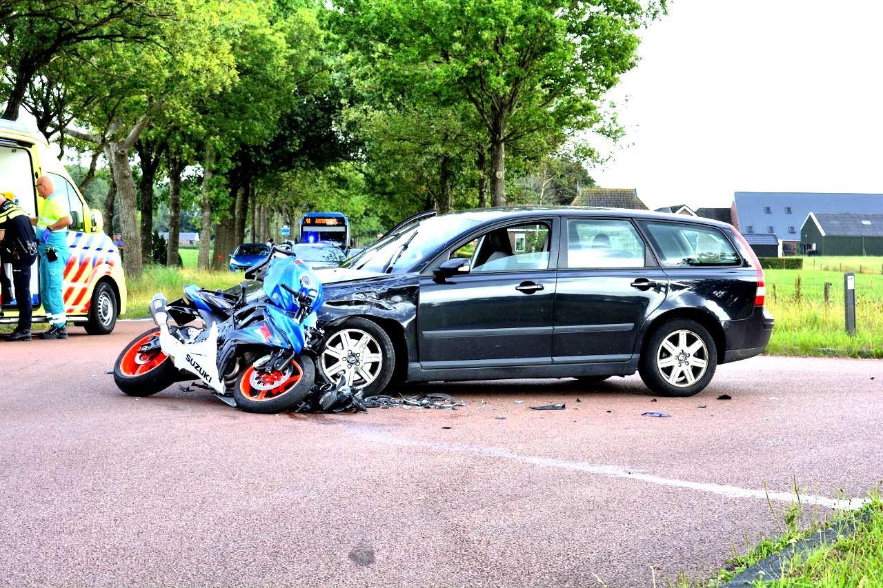 Motorrijder in Botsing met Auto in Wijnjewoude