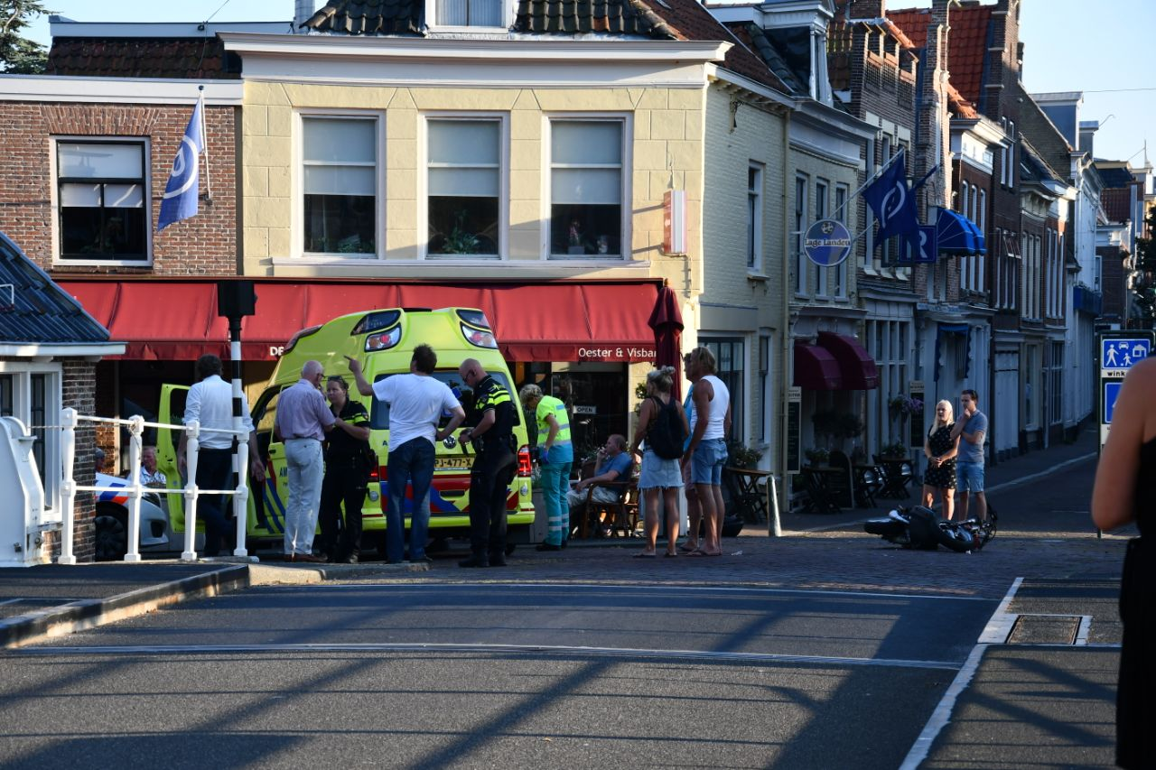 Scooterrijder raakt ernstige gewond na botsing met auto
