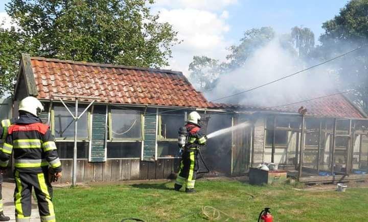 kippenschuur verwoest door felle uitslaande brand