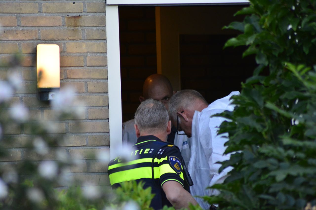 Politie doet onderzoek in woning na incident één persoon aangehouden