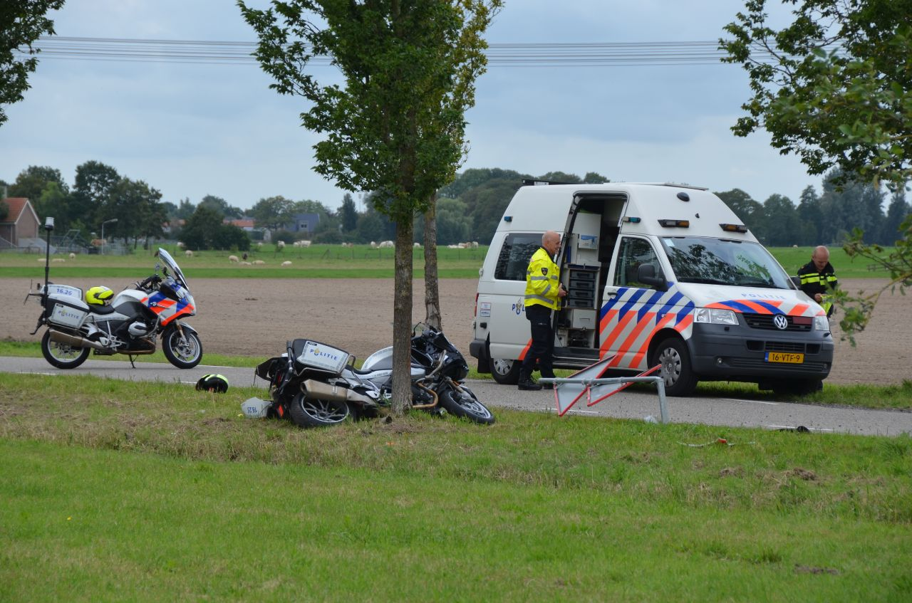 Motoragent gaat onderuit maar raakt ongedeerd bij Reduzum