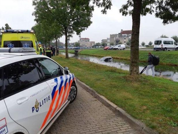 Bestuurder raakt ongedeerd na auto te water