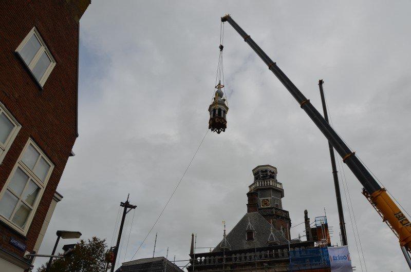 Video Toren stadhuis Bolsward dreigt in te storten en wordt verwijderd