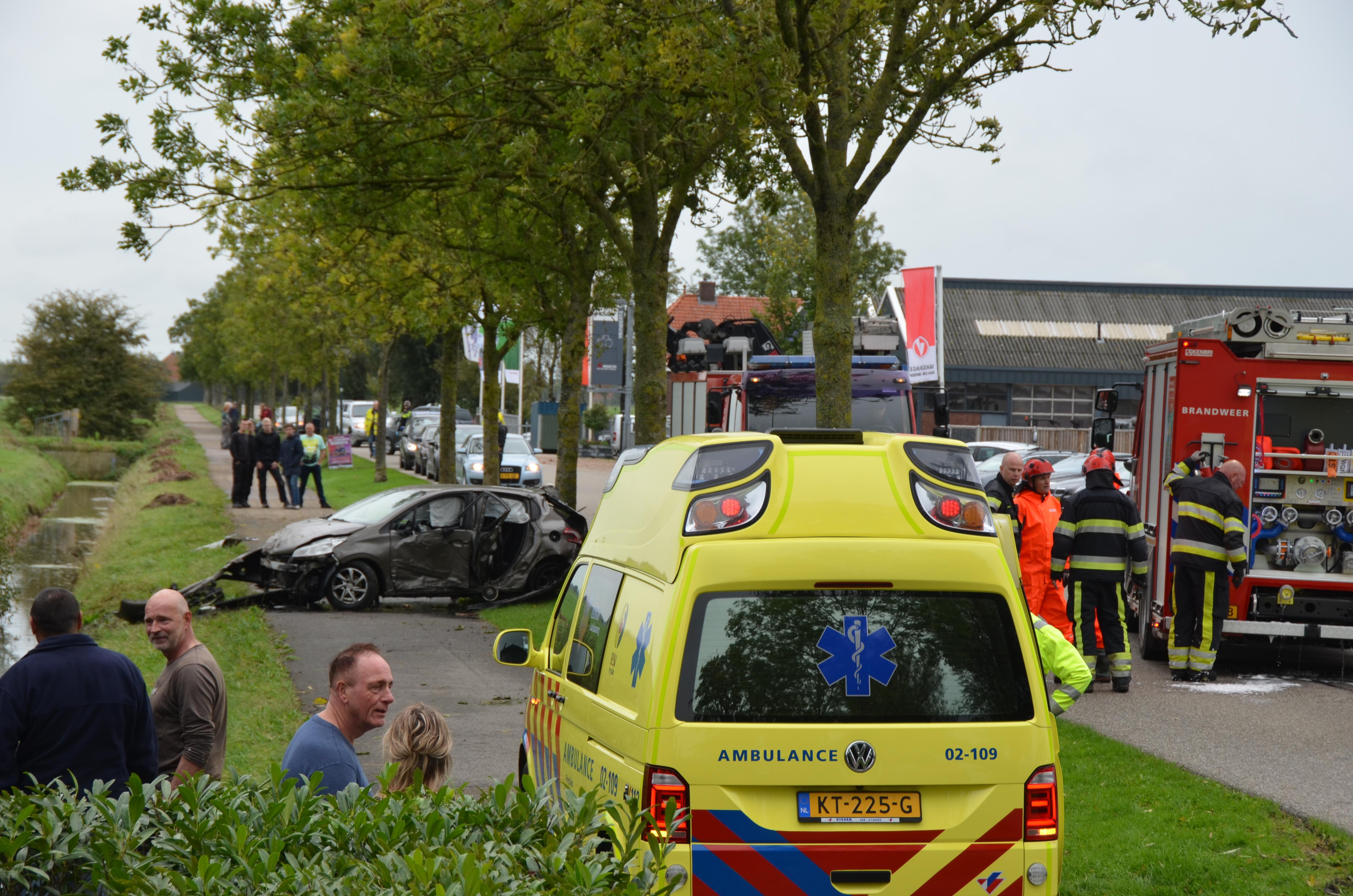bestuurder raakt gewond bij eenzijdig ongeval in Wergea
