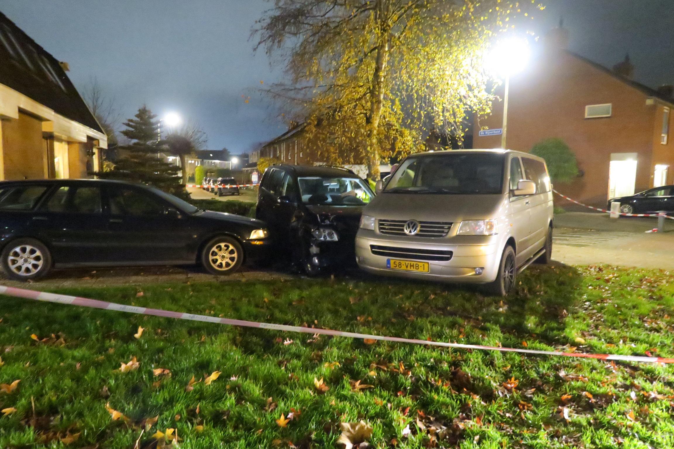 Bestuurder rampt twee voertuigen en schept voetganger na onwelwording in Drachten