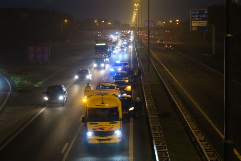 Veel vertraging op de A7 bij Drachten na kopstaart-botsing