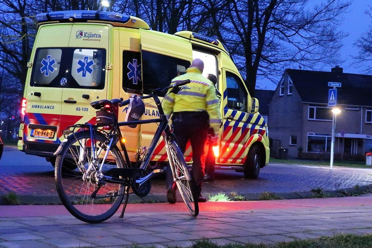 Fietser geschept door Automobilist op de rotonde aan de Ureterpverlaat in Drachten