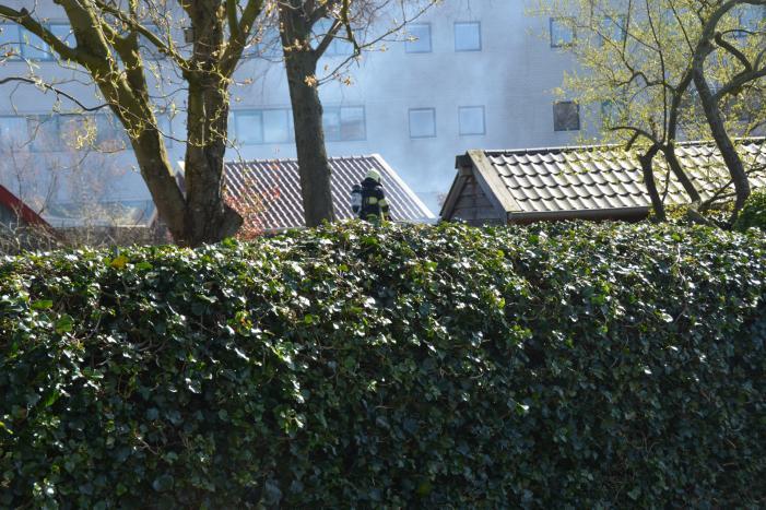 Lichte Rookontwikkeling na schuurbrand aan de Achter de Hoven in Leeuwarden