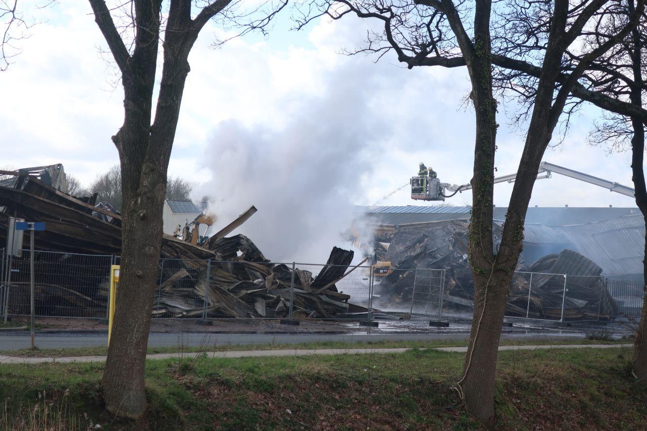 Dag na zeer grote brand in Oosterwolde; nog steeds grote impact