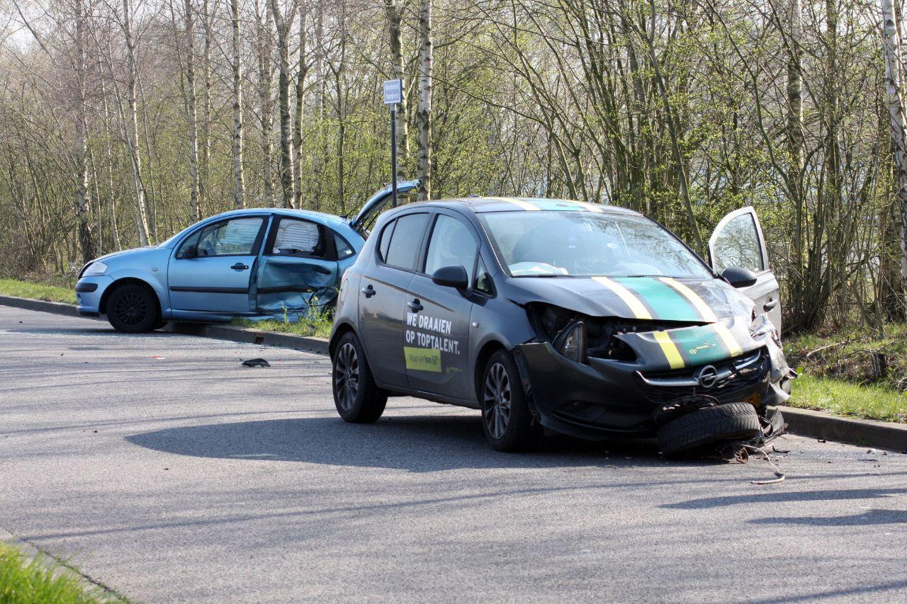 Eén gewonde bij een aanrijding op de T-splitsen Noorderend met de Teslalaan bij Drachten