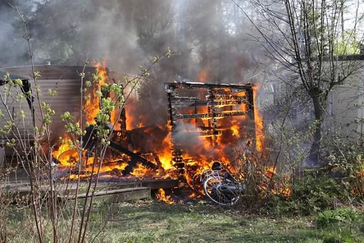 stacaravan verwoest na felle op het vakantiepark De Roggeberg bij Appelscha