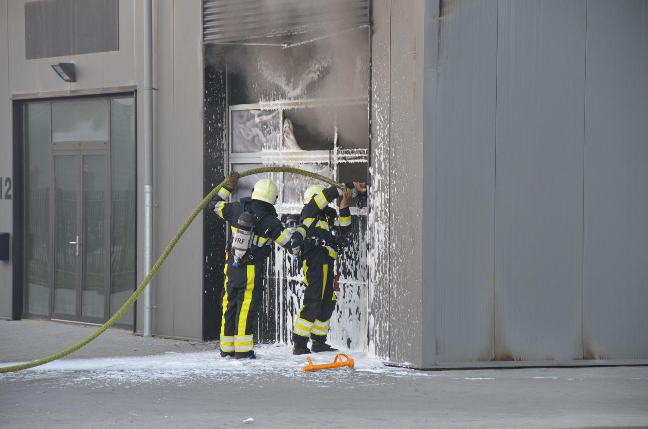 Bedrijfspand loopt schade op na brand in Leeuwarden