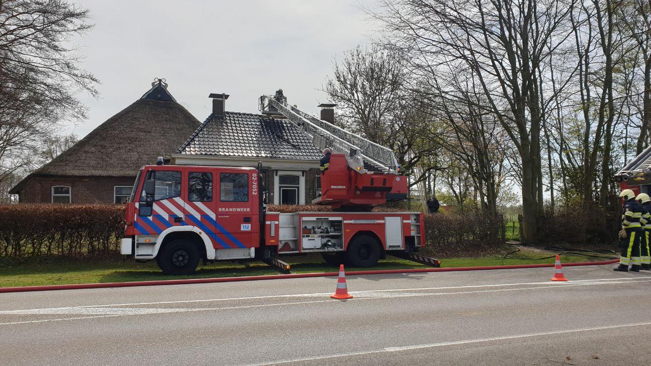 Brand in nok van woninglaat brandweer uitrukken in Surhuisterveen