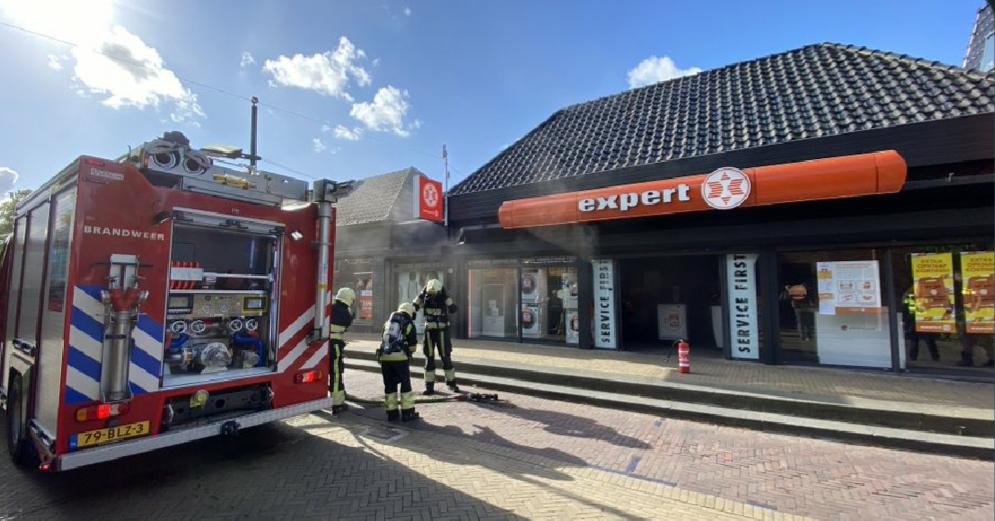 Video Veel rookontwikkeling na brand bij een elektronicazaak Expert in Burgun
