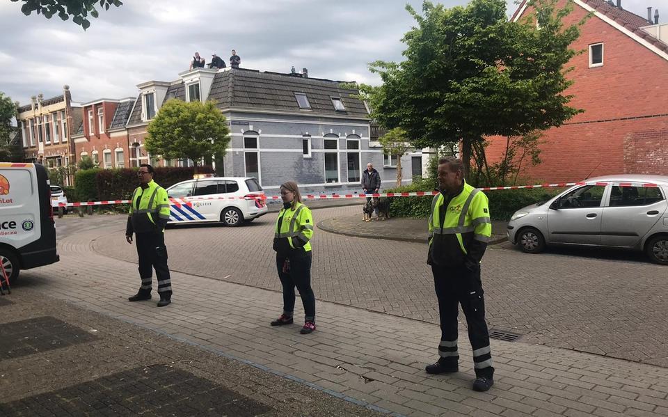 politie en dierenambulance in actie na twee Reeën in woonwijk in Leeuwarden