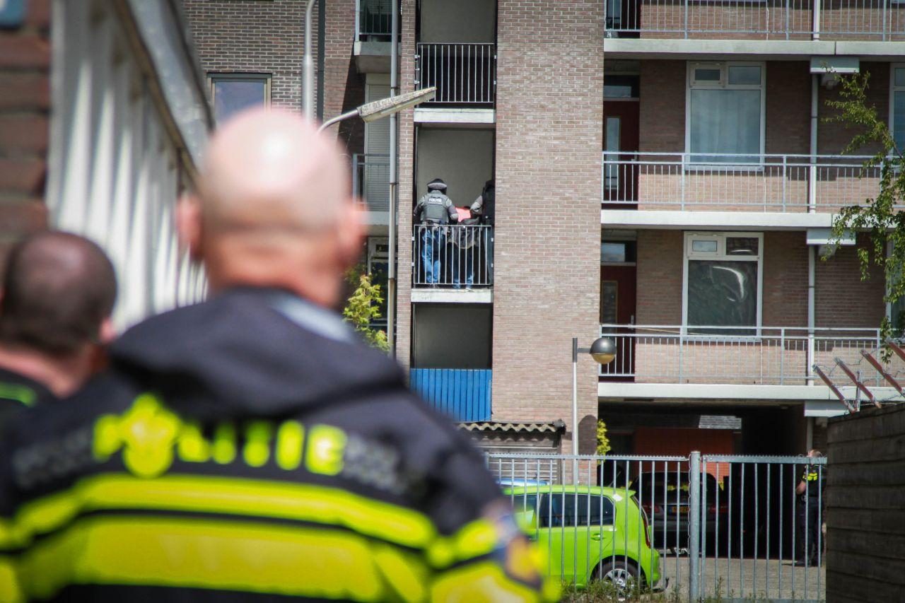 vuurwapengevaarlijke verdachte uit zijn woning gehaald door het Arrestatieteam