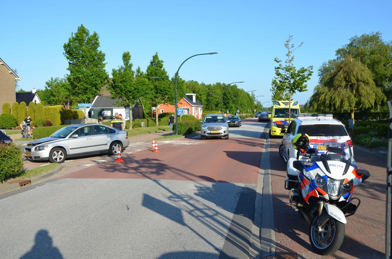 flinke Schade bij kop-staart-botsing aan de Stasjonswei -N356 in Holwerd