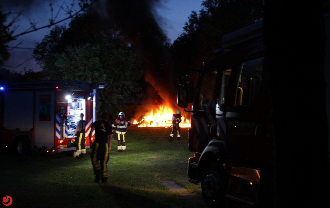 Caravan verwoest na felle brand op een Camping in Leeuwarden