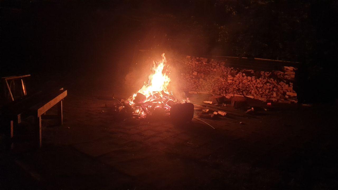 brandweer blust buitenbrand aan de Sportlaan in Drachten