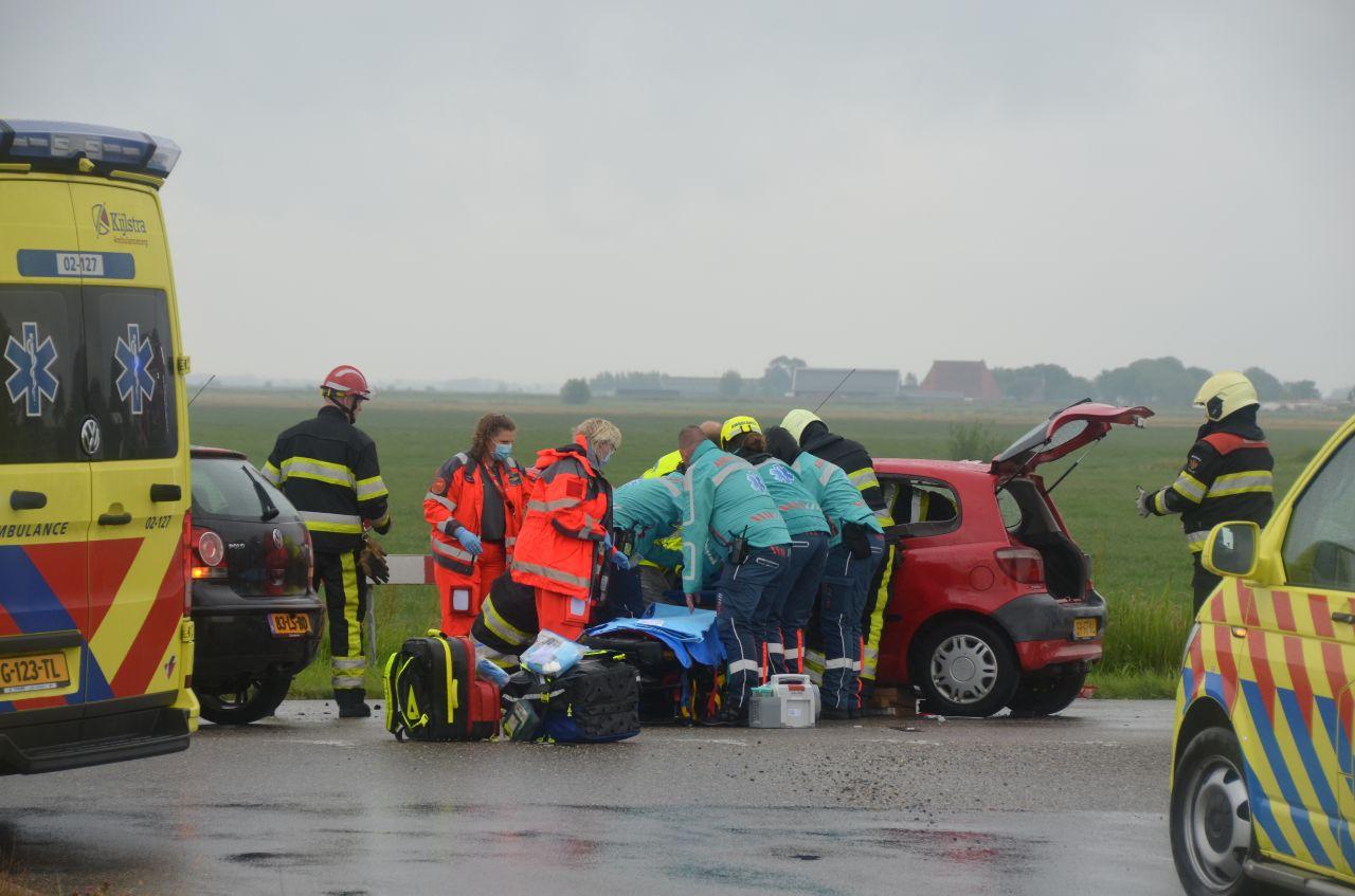 Drie gewonde bij een verkeersongeval op de kruising van de Ayttadyk Wergeasterdyk in Wergea.