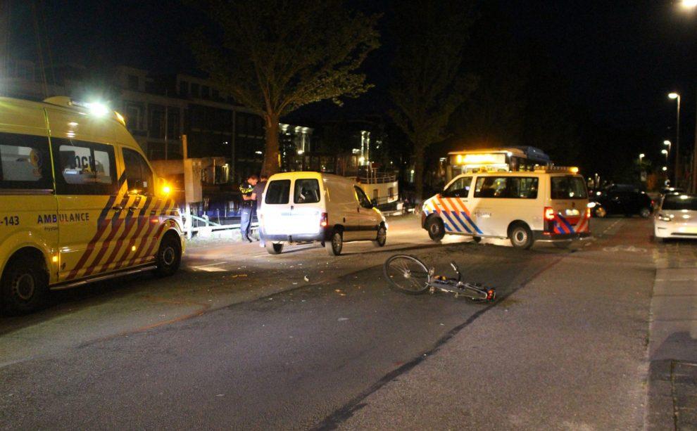 Fietser gewond na aanrijding met busje op de Oosterkade in Leeuwarden