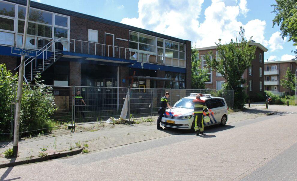 brandweer blust kleine brand in voormalig garagebedrijf aan de Valeriusstraat in Leeuwarden