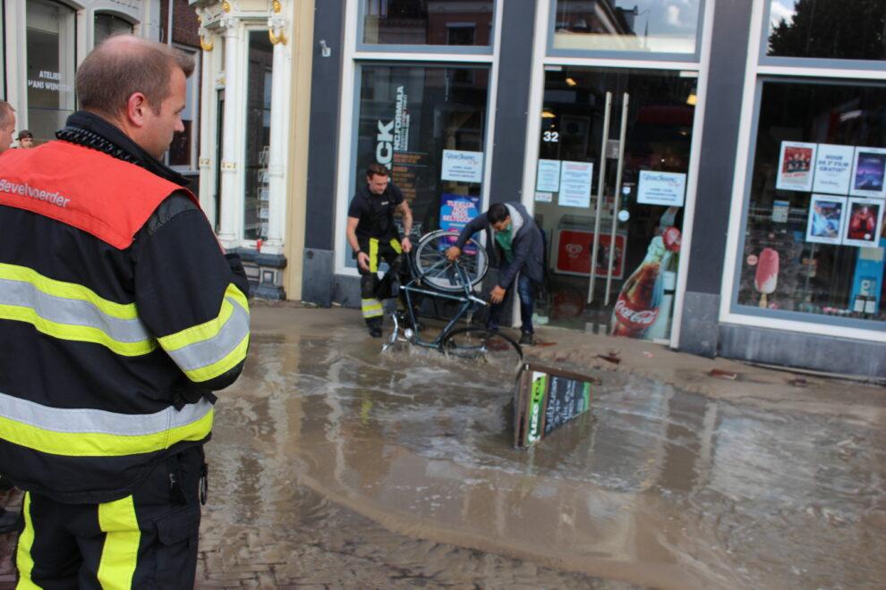 veel schade na kapote waterleiding aan de Voorstreek in Leeuwarden