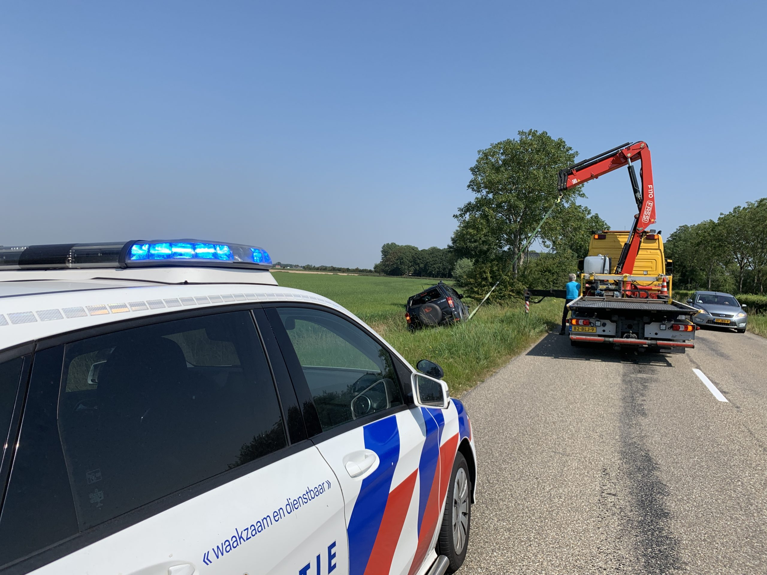 Twee inzittenden ongedeerd na eenzijdig ongeval Op de Rijksstraatweg bij Schalsum